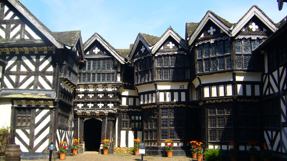 Little Moreton Hall: A Quirky Kind of Paradise (2/3)