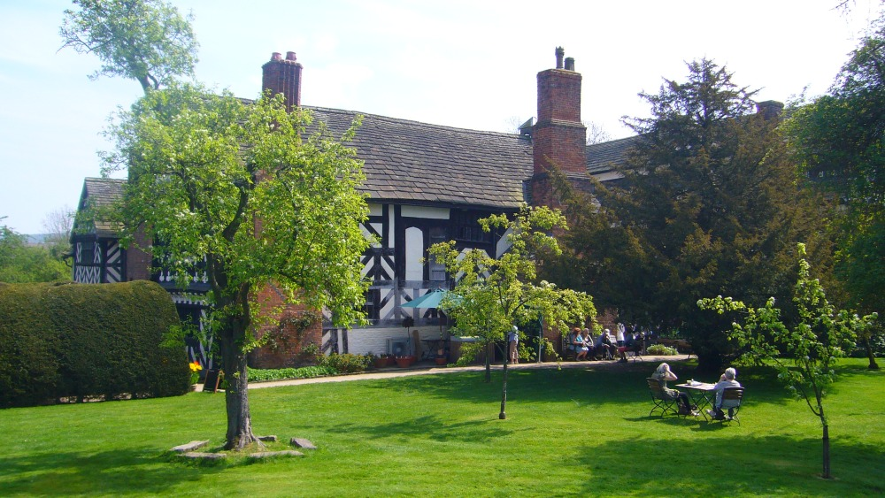 Little Moreton Hall: A Quirky Kind of Paradise (3/3)