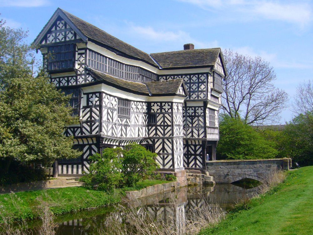 Little Moreton Hall: A Quirky Kind of Paradise (1/3)