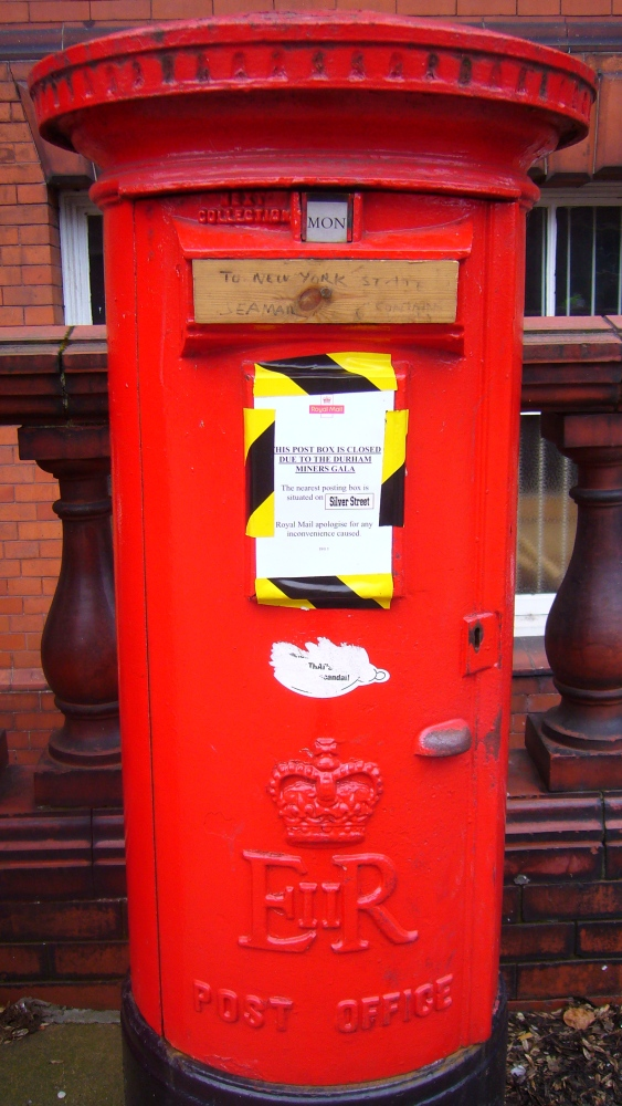 The Red Post Box: A Royal British Icon (1/6)