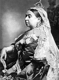 queen victoria wearing the small crown