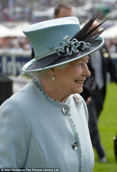 queen with matching mint green hat