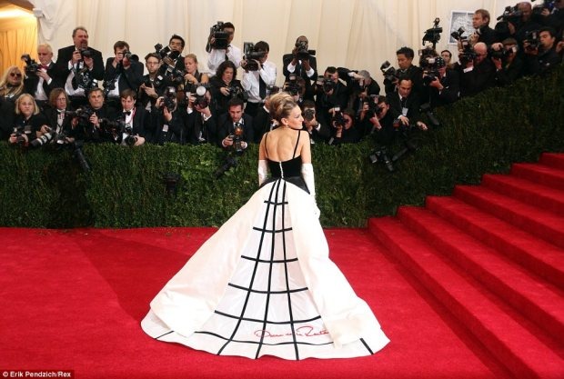 12 Sarah Jessica Parker in Oscar de la Renta. Sometimes the trains are more interesting than the dress itself!