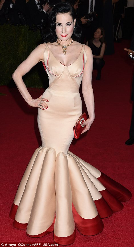 2. Diat Von Teese is in her element in this wonderful fishtail dress by Zac Posen.
